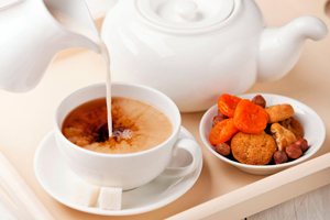 чем полезен черный и зеленый чай с молоком