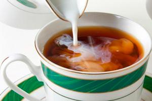 польза и вред черного чая с молоком