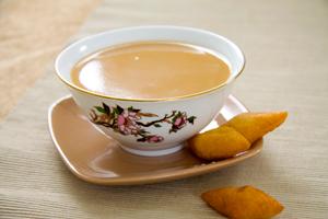 полезно ли пить чай с молоком