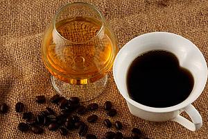 секреты приготовления кофе с коньяком в турке