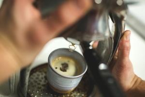 приготовление эспрессо в кофемашине