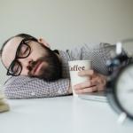 Влияние кофе на сон: почему одним после него хочется спать, а других он бодрит