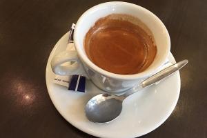 сколько кофеина в чашке чая и в чашке кофе