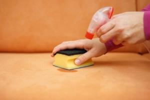 Как удалить застарелые чайные капли с мебели
