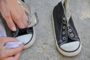 Убираем пятна с обуви